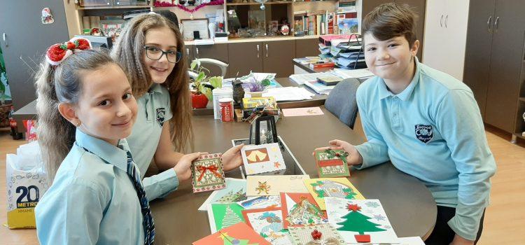 """Деца от СУ """"П.Кр. Яворов"""" подготвиха  240 картички за възрастни хора"""